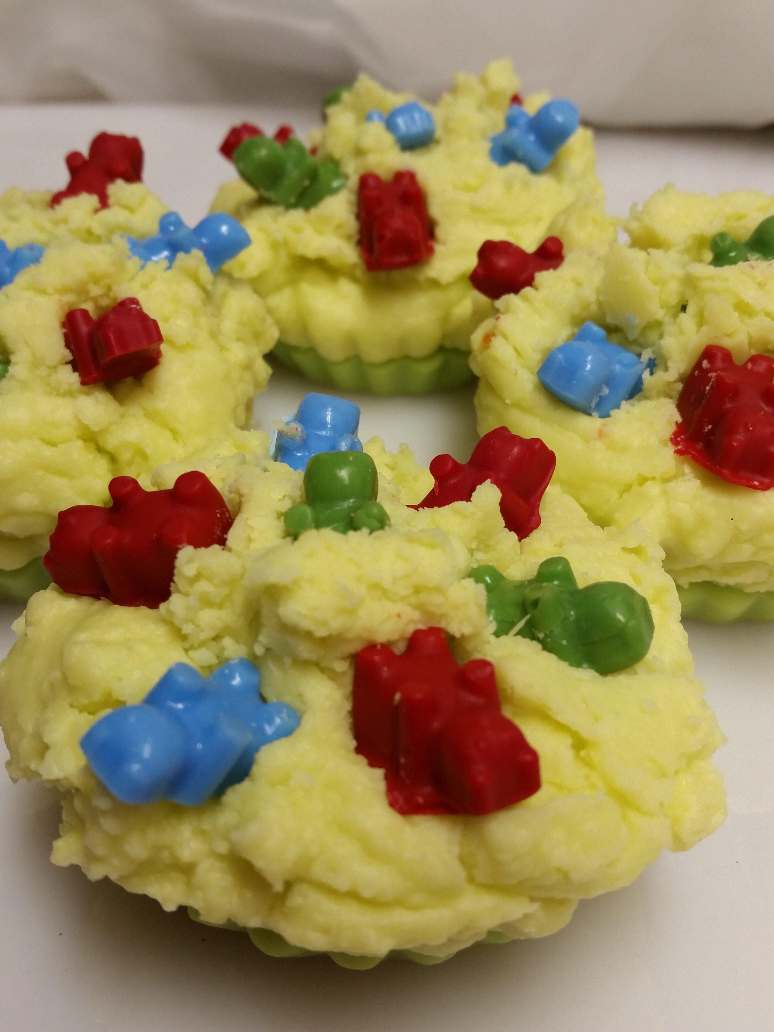 wax-gummybear-fruitslices-e1482611324514